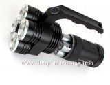 Đèn pin khủng Trustfire 4T6 thiết kế 4 led CREE T6 cho độ sáng cao, kiểu dáng độc đáo với quoay xách tiện lợi Thông số kĩ thuật: - 4 Led CREE XML-T6, cho độ sáng cực cao - Độ sáng thực 2500 lumen - Chiếu xa: 100m - Kích thước: 135mm x 98mm x 65mm - Trọng lượng: 414g - 4 chế độ sáng: Hight / Mid / Low / Strobe. - Vỏ hợp...