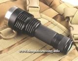 Đèn pin chiếu xa I5 với thiết kế độc đáo, chiếu xa 300m, thân đèn bằng hợp kim nhôm siêu dày chống nước tốt, độ sáng siêu khủng 1200lm và hộc pin 26650 tiện lợi. Thông số kĩ thuật: - Mã sản phẩm: I5 - Led: CREE XM-L2 T6 - Độ sáng: 1200 lumen - Chiếu xa: 300m - Kích thướt: 127mm x 45mm x 35mm - Trọng lượng: 155g - 3 chế độ sáng:...