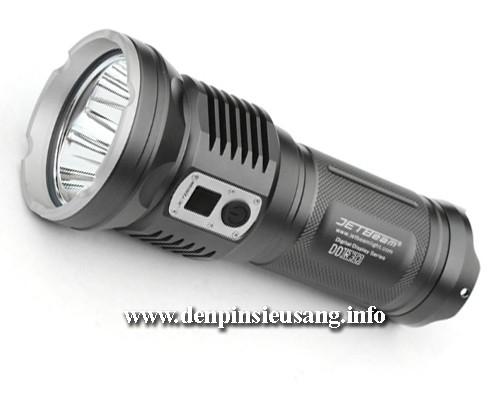 Đèn pin siêu sáng JetBeam DDR30 là mẫu thiết kế siêu khủng với thân đèn dày, phiên bản mới sử dụng 3 Led XM L2 U2 cho độ sáng ấn tượng lên tới 3300Lm, khả năng chiếu xa 600m. Đèn pin siêu sáng JetBeam DDR30 được trang bị màn hình hiển thị kỹ thuật số tiên tiến, hiển thị chế độ sáng, dung lượng pin giúp người dùng dễ dàng sử dụng. Thông số kĩ...