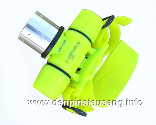 """<div class=""""at-above-post addthis_tool"""" data-url=""""http://denpinsieusang.info/den-doi-dau-lan-t6/""""></div>Đèn đội đầu lặn T6 siêu sáng được thế kế riêng cho thợ lặn, có thể lặn sâu 100m,Là mẫu đèn lặn đội đầu dùng led T6 đầu tiên, cho độ sáng tuyệt vời. Thông số kĩ thuật đèn lặn: – Led CREE T6 – Độ sáng 800lumen – Có thể lặn sâu đến hơn 100m – Vỏ nhựa dày, chống nước, ko rỉ sét. – Nhỏ gọn, dây cao su mềm đội đầu chắc […]<!-- AddThis Advanced Settings above via filter on get_the_excerpt --><!-- AddThis Advanced Settings below via filter on get_the_excerpt --><!-- AddThis Advanced Settings generic via filter on get_the_excerpt --><!-- AddThis Share Buttons above via filter on get_the_excerpt --><!-- AddThis Share Buttons below via filter on get_the_excerpt --><div class=""""at-below-post addthis_tool"""" data-url=""""http://denpinsieusang.info/den-doi-dau-lan-t6/""""></div><!-- AddThis Share Buttons generic via filter on get_the_excerpt -->"""