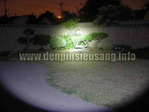 Thử nghiệm đèn pin Ultrafire C8-XML 800lm chiếu xa và độ sáng trong đêm